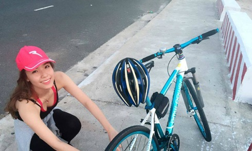 Bài tập đạp xe 30 km mỗi ngày của nữ sinh
