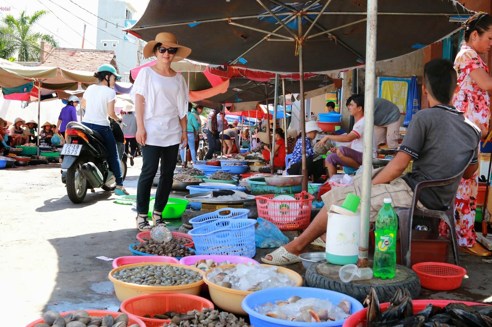 Chợ xóm lưới