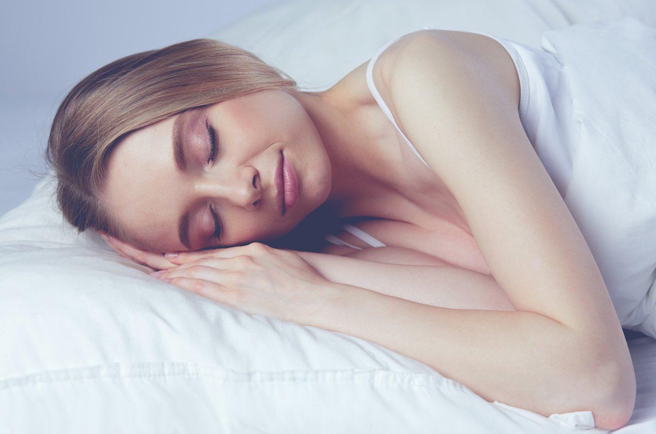 Young-beautiful-girl-sleeps-in-the-bedroom