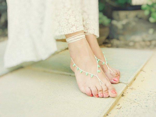 Đi chân trần trong nhà