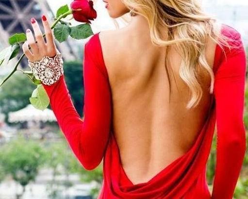 Vì sao phụ nữ mặc trang phục màu đỏ lại thu hút đàn ông?